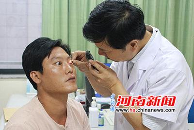铁屑飞溅入眼致男子失明 视光眼科医院助其恢复视力