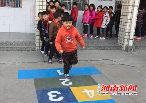 新郑实验小学创意游戏丰富学生课间活动获家长点赞