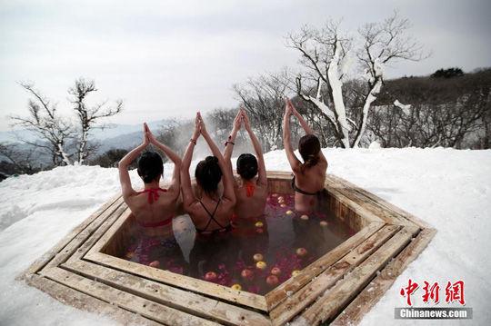 比基尼冰雪瑜伽中练好不泡温泉美女惬意美女图片v冰雪图片