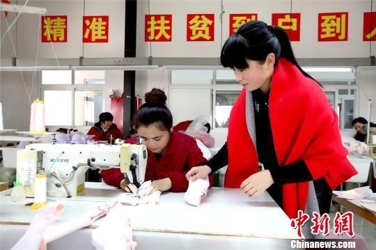 """河南""""巧媳妇""""工程结硕果 百万农村妇女家门口就业"""